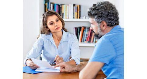 Une fois inscrit à l'ORP, le chômeur bénéficie d'un suivi régulier par un conseiller en personnel, chargé de le soutenir dans sa recherche d'un nouvel emploi.